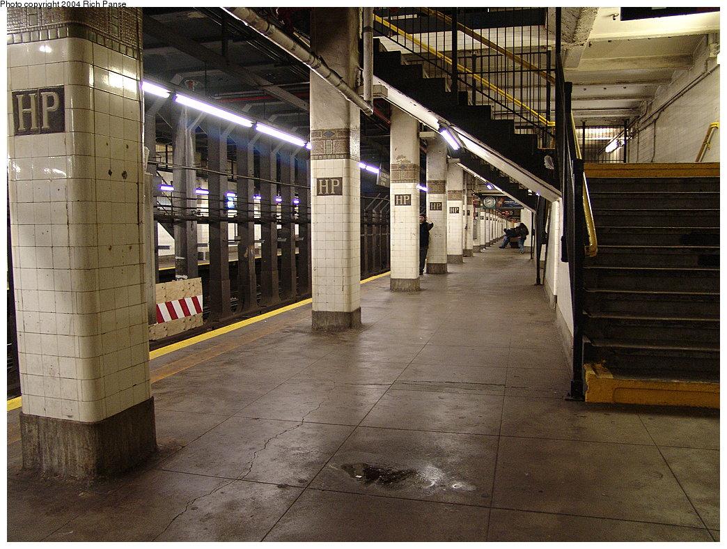 (242k, 1044x788)<br><b>Country:</b> United States<br><b>City:</b> New York<br><b>System:</b> New York City Transit<br><b>Line:</b> IRT Flushing Line<br><b>Location:</b> Hunterspoint Avenue <br><b>Photo by:</b> Richard Panse<br><b>Date:</b> 12/19/2004<br><b>Viewed (this week/total):</b> 0 / 4965