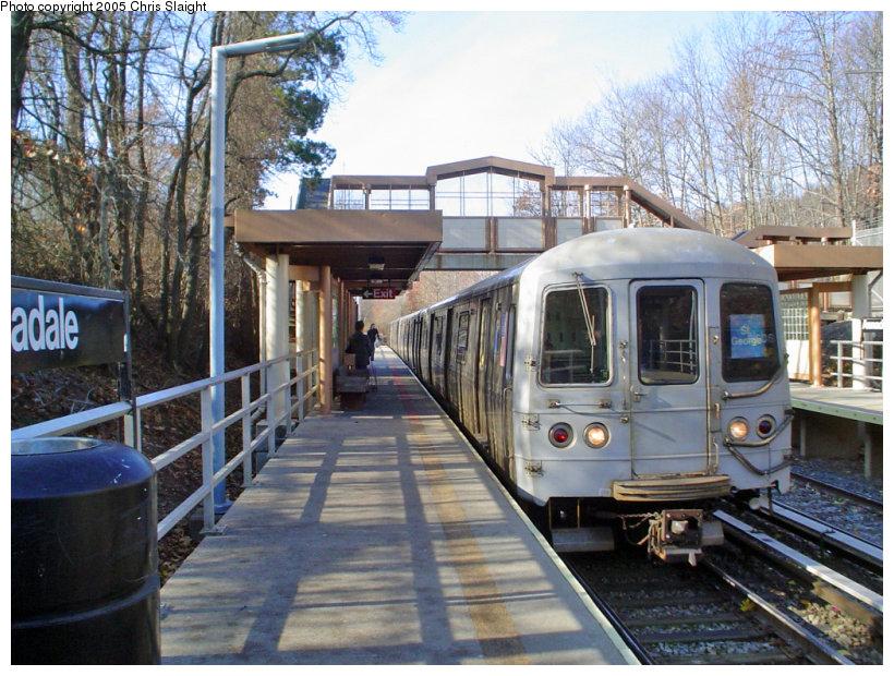 (200k, 820x620)<br><b>Country:</b> United States<br><b>City:</b> New York<br><b>System:</b> New York City Transit<br><b>Line:</b> SIRT<br><b>Location:</b> Annadale <br><b>Car:</b> R-44 SIRT (St. Louis, 1971-1973)  <br><b>Photo by:</b> Chris Slaight<br><b>Date:</b> 11/27/2004<br><b>Viewed (this week/total):</b> 1 / 4628