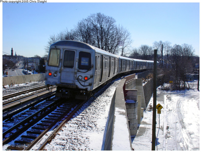(184k, 820x620)<br><b>Country:</b> United States<br><b>City:</b> New York<br><b>System:</b> New York City Transit<br><b>Line:</b> SIRT<br><b>Location:</b> Clifton <br><b>Car:</b> R-44 SIRT (St. Louis, 1971-1973)  <br><b>Photo by:</b> Chris Slaight<br><b>Date:</b> 12/27/2004<br><b>Viewed (this week/total):</b> 1 / 4999