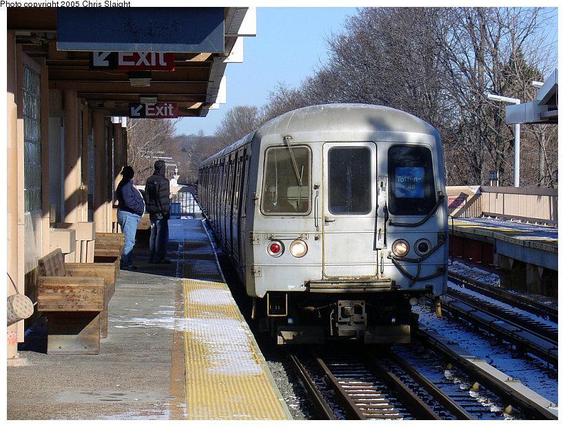 (210k, 820x620)<br><b>Country:</b> United States<br><b>City:</b> New York<br><b>System:</b> New York City Transit<br><b>Line:</b> SIRT<br><b>Location:</b> Dongan Hills <br><b>Car:</b> R-44 SIRT (St. Louis, 1971-1973)  <br><b>Photo by:</b> Chris Slaight<br><b>Date:</b> 12/27/2004<br><b>Viewed (this week/total):</b> 1 / 5046