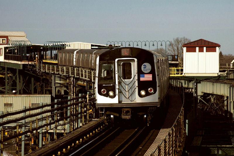 (115k, 800x532)<br><b>Country:</b> United States<br><b>City:</b> New York<br><b>System:</b> New York City Transit<br><b>Line:</b> BMT Canarsie Line<br><b>Location:</b> Atlantic Avenue <br><b>Route:</b> L<br><b>Car:</b> R-143 (Kawasaki, 2001-2002)  <br><b>Photo by:</b> Fred Guenther<br><b>Date:</b> 1/1/2005<br><b>Viewed (this week/total):</b> 1 / 3912