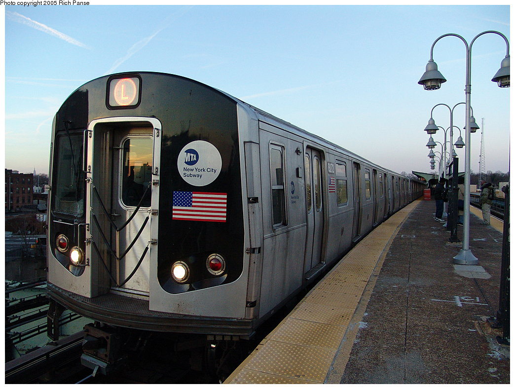 (206k, 1044x788)<br><b>Country:</b> United States<br><b>City:</b> New York<br><b>System:</b> New York City Transit<br><b>Line:</b> BMT Canarsie Line<br><b>Location:</b> Atlantic Avenue <br><b>Route:</b> L<br><b>Car:</b> R-143 (Kawasaki, 2001-2002) 8272 <br><b>Photo by:</b> Richard Panse<br><b>Date:</b> 1/1/2005<br><b>Viewed (this week/total):</b> 0 / 3328