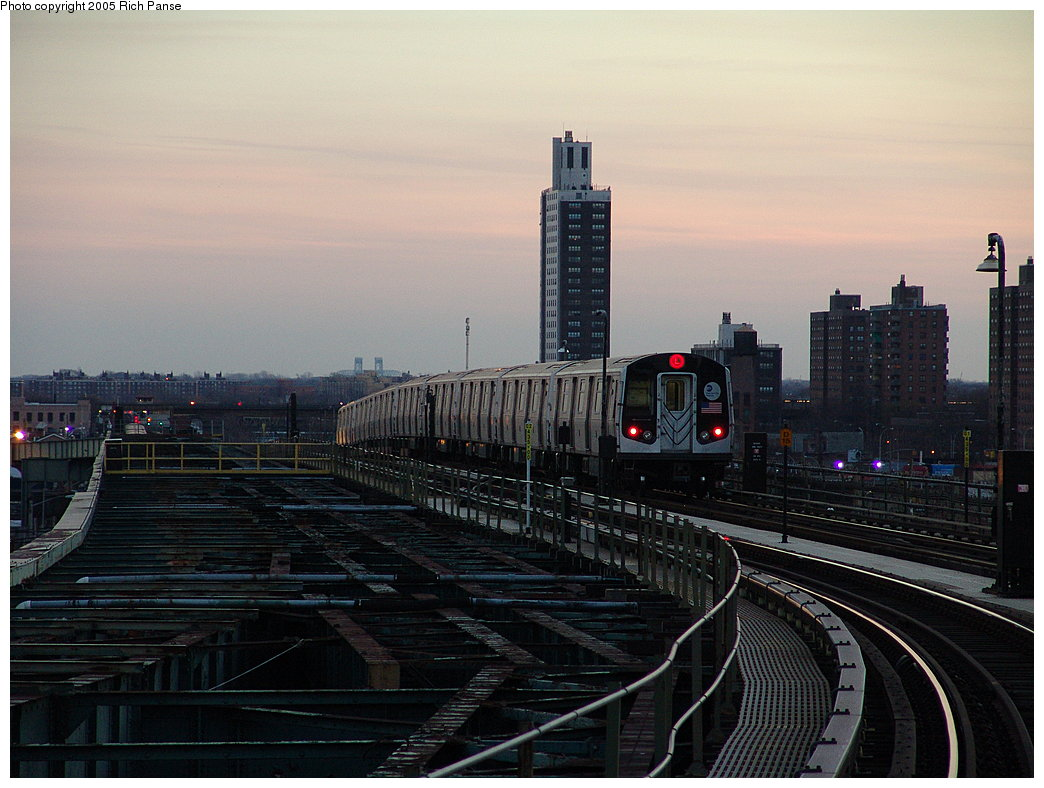 (172k, 1044x788)<br><b>Country:</b> United States<br><b>City:</b> New York<br><b>System:</b> New York City Transit<br><b>Line:</b> BMT Canarsie Line<br><b>Location:</b> Atlantic Avenue <br><b>Route:</b> L<br><b>Car:</b> R-143 (Kawasaki, 2001-2002) 8220 <br><b>Photo by:</b> Richard Panse<br><b>Date:</b> 1/1/2005<br><b>Viewed (this week/total):</b> 0 / 4298