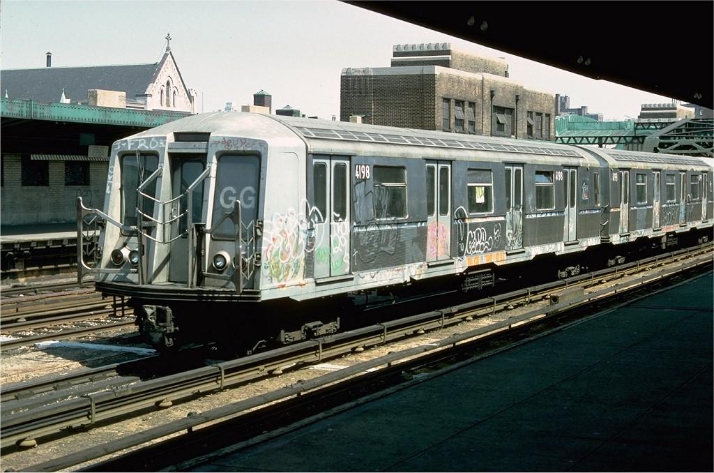(219k, 1024x678)<br><b>Country:</b> United States<br><b>City:</b> New York<br><b>System:</b> New York City Transit<br><b>Line:</b> IND Crosstown Line<br><b>Location:</b> 4th Avenue <br><b>Route:</b> GG<br><b>Car:</b> R-40 (St. Louis, 1968)  4198 <br><b>Photo by:</b> Doug Grotjahn<br><b>Collection of:</b> Joe Testagrose<br><b>Date:</b> 5/1/1977<br><b>Viewed (this week/total):</b> 5 / 4392