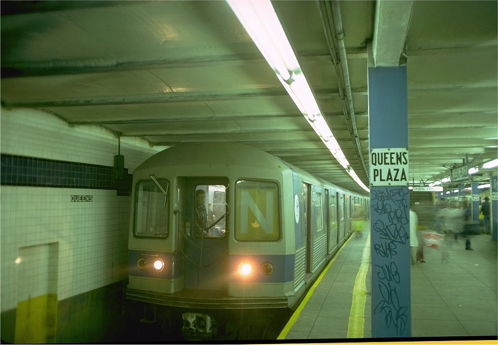 (155k, 1024x710)<br><b>Country:</b> United States<br><b>City:</b> New York<br><b>System:</b> New York City Transit<br><b>Line:</b> IND Queens Boulevard Line<br><b>Location:</b> Queens Plaza <br><b>Route:</b> N<br><b>Car:</b> R-42 (St. Louis, 1969-1970)  4550 <br><b>Photo by:</b> Doug Grotjahn<br><b>Collection of:</b> Joe Testagrose<br><b>Date:</b> 10/20/1976<br><b>Viewed (this week/total):</b> 4 / 4364