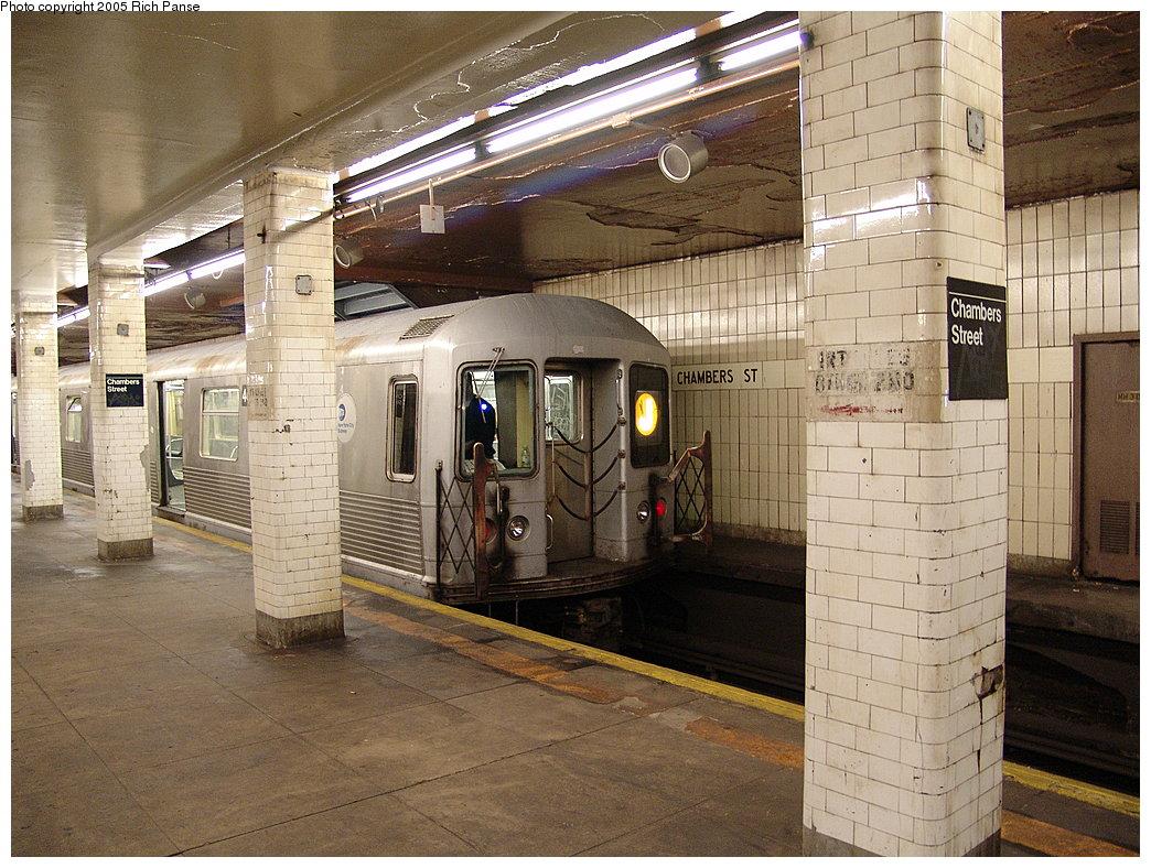 (238k, 1044x788)<br><b>Country:</b> United States<br><b>City:</b> New York<br><b>System:</b> New York City Transit<br><b>Line:</b> BMT Nassau Street/Jamaica Line<br><b>Location:</b> Chambers Street <br><b>Route:</b> J<br><b>Car:</b> R-42 (St. Louis, 1969-1970)   <br><b>Photo by:</b> Richard Panse<br><b>Date:</b> 1/1/2005<br><b>Viewed (this week/total):</b> 0 / 5168