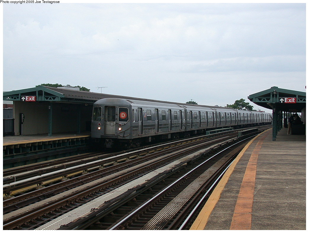 (213k, 1044x788)<br><b>Country:</b> United States<br><b>City:</b> New York<br><b>System:</b> New York City Transit<br><b>Line:</b> BMT West End Line<br><b>Location:</b> 55th Street <br><b>Route:</b> D<br><b>Car:</b> R-68 (Westinghouse-Amrail, 1986-1988)  2504 <br><b>Photo by:</b> Joe Testagrose<br><b>Date:</b> 7/18/2004<br><b>Viewed (this week/total):</b> 2 / 2798