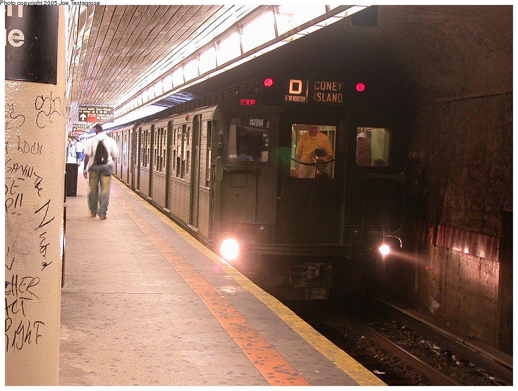 (243k, 1044x788)<br><b>Country:</b> United States<br><b>City:</b> New York<br><b>System:</b> New York City Transit<br><b>Line:</b> BMT Brighton Line<br><b>Location:</b> Church Avenue <br><b>Route:</b> Fan Trip<br><b>Car:</b> R-4 (American Car & Foundry, 1932-1933) 484 <br><b>Photo by:</b> Joe Testagrose<br><b>Date:</b> 7/18/2004<br><b>Viewed (this week/total):</b> 9 / 4964