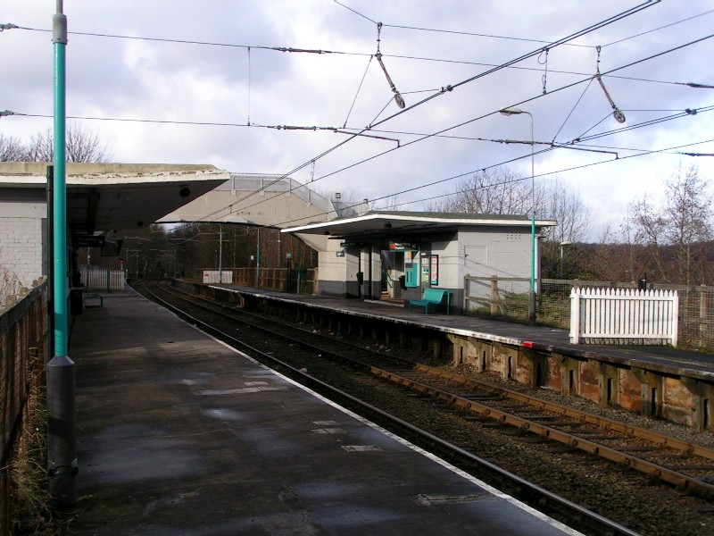 (137k, 800x600)<br><b>Country:</b> United Kingdom<br><b>City:</b> Manchester<br><b>System:</b> Metrolink <br><b>Line:</b> Bury line<br><b>Location:</b> Bowker Vale <br><b>Photo by:</b> Tim Deakin<br><b>Date:</b> 1/12/2005<br><b>Notes:</b> Taken from the southernmost extremity of the Bury-bound platform.<br><b>Viewed (this week/total):</b> 0 / 1643