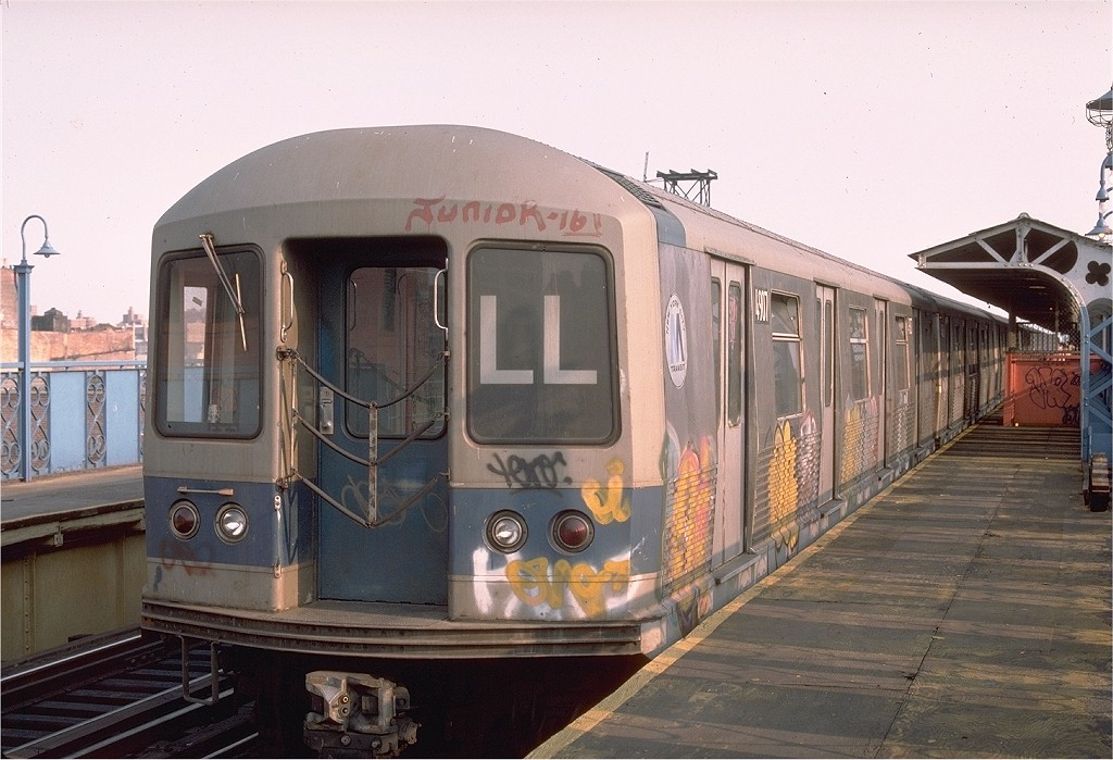 (189k, 1024x699)<br><b>Country:</b> United States<br><b>City:</b> New York<br><b>System:</b> New York City Transit<br><b>Line:</b> BMT Canarsie Line<br><b>Location:</b> Sutter Avenue <br><b>Route:</b> LL<br><b>Car:</b> R-42 (St. Louis, 1969-1970)  4907 <br><b>Photo by:</b> Ed McKernan<br><b>Collection of:</b> Joe Testagrose<br><b>Date:</b> 8/12/1976<br><b>Viewed (this week/total):</b> 3 / 3262
