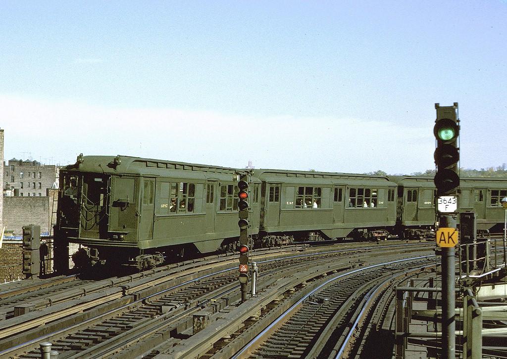 (289k, 1024x726)<br><b>Country:</b> United States<br><b>City:</b> New York<br><b>System:</b> New York City Transit<br><b>Line:</b> IRT White Plains Road Line<br><b>Location:</b> West Farms Sq./East Tremont Ave./177th St. <br><b>Car:</b> Low-V 4982 <br><b>Collection of:</b> Mac Owen/Joe Testagrose<br><b>Date:</b> 10/1962<br><b>Viewed (this week/total):</b> 1 / 3609