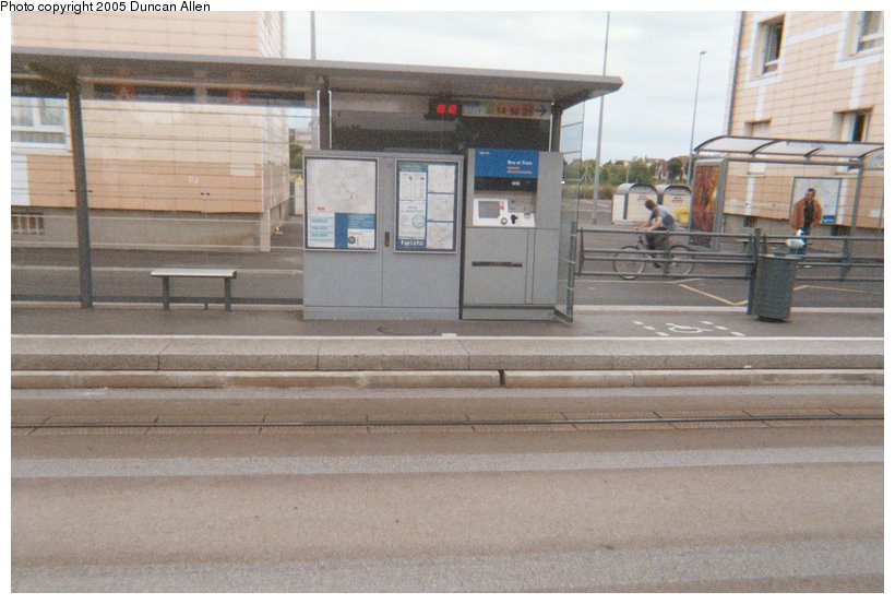 (99k, 820x553)<br><b>Country:</b> France<br><b>City:</b> Caen<br><b>System:</b> Compagnie des Transports de l'Agglomération Caennaise<br><b>Location:</b> Poincaré<br><b>Photo by:</b> Duncan Allen<br><b>Date:</b> 6/30/2004<br><b>Notes:</b> Northbound ticketing and information section of Poincar&eacute; station.<br><b>Viewed (this week/total):</b> 0 / 2777