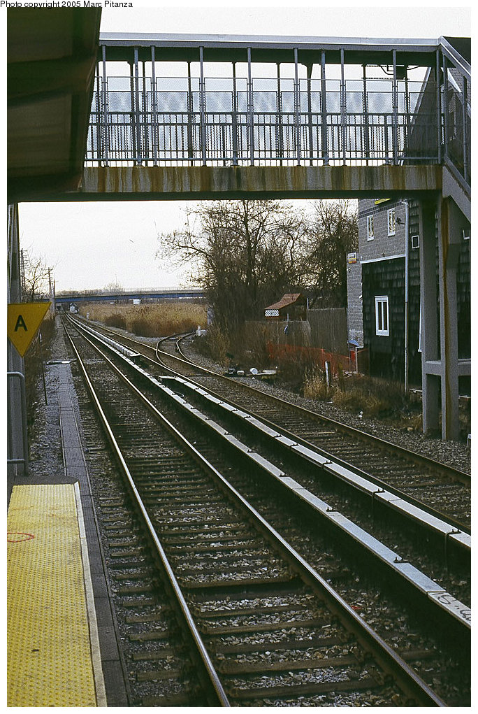 (264k, 684x1021)<br><b>Country:</b> United States<br><b>City:</b> New York<br><b>System:</b> New York City Transit<br><b>Line:</b> SIRT<br><b>Location:</b> Richmond Valley <br><b>Photo by:</b> Marc Pitanza<br><b>Date:</b> 1/16/2005<br><b>Notes:</b> View toward Tottenville of the pedestrian overpass.<br><b>Viewed (this week/total):</b> 5 / 3308
