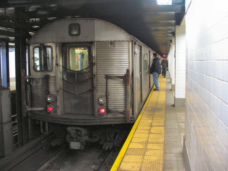 (97k, 800x600)<br><b>Country:</b> United States<br><b>City:</b> New York<br><b>System:</b> New York City Transit<br><b>Line:</b> IND 6th Avenue Line<br><b>Location:</b> Delancey Street <br><b>Route:</b> V<br><b>Car:</b> R-32 (Budd, 1964)  3868 <br><b>Photo by:</b> Dante D. Angerville<br><b>Date:</b> 1/25/2004<br><b>Viewed (this week/total):</b> 1 / 6029