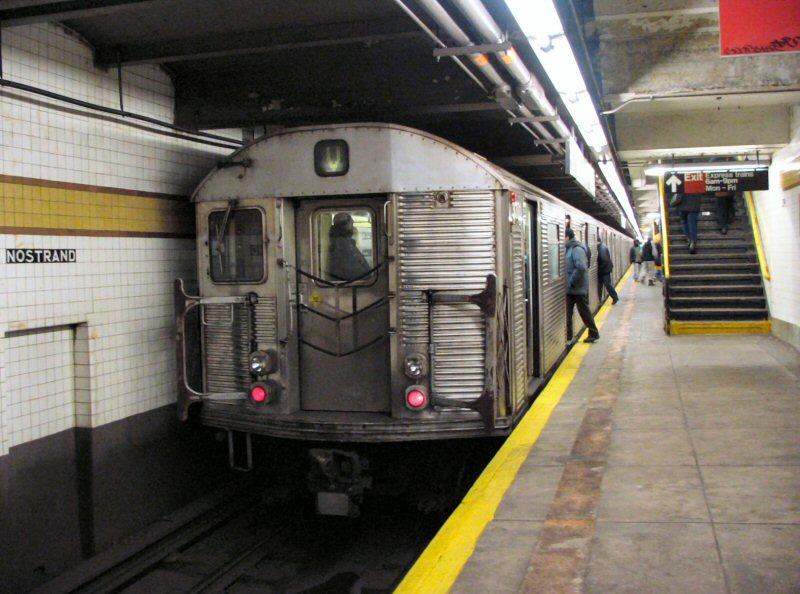 (105k, 800x594)<br><b>Country:</b> United States<br><b>City:</b> New York<br><b>System:</b> New York City Transit<br><b>Line:</b> IND Fulton Street Line<br><b>Location:</b> Nostrand Avenue <br><b>Route:</b> V<br><b>Car:</b> R-32 (Budd, 1964)  3371 <br><b>Photo by:</b> Dante D. Angerville<br><b>Date:</b> 1/25/2004<br><b>Notes:</b> Lower level.<br><b>Viewed (this week/total):</b> 0 / 9878