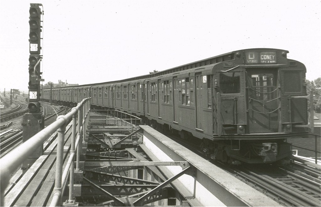 (152k, 1024x661)<br><b>Country:</b> United States<br><b>City:</b> New York<br><b>System:</b> New York City Transit<br><b>Line:</b> BMT Culver Line<br><b>Location:</b> Kings Highway <br><b>Route:</b> D<br><b>Car:</b> R-6-3 (American Car & Foundry, 1935)  1039 <br><b>Photo by:</b> Harry Pinsker<br><b>Date:</b> 7/3/1959<br><b>Viewed (this week/total):</b> 3 / 4002