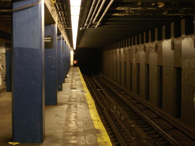 (151k, 640x480)<br><b>Country:</b> United States<br><b>City:</b> New York<br><b>System:</b> New York City Transit<br><b>Line:</b> IND Queens Boulevard Line<br><b>Location:</b> Grand Avenue/Newtown <br><b>Photo by:</b> Rob Rimassa<br><b>Date:</b> 1/9/2005<br><b>Viewed (this week/total):</b> 0 / 4342