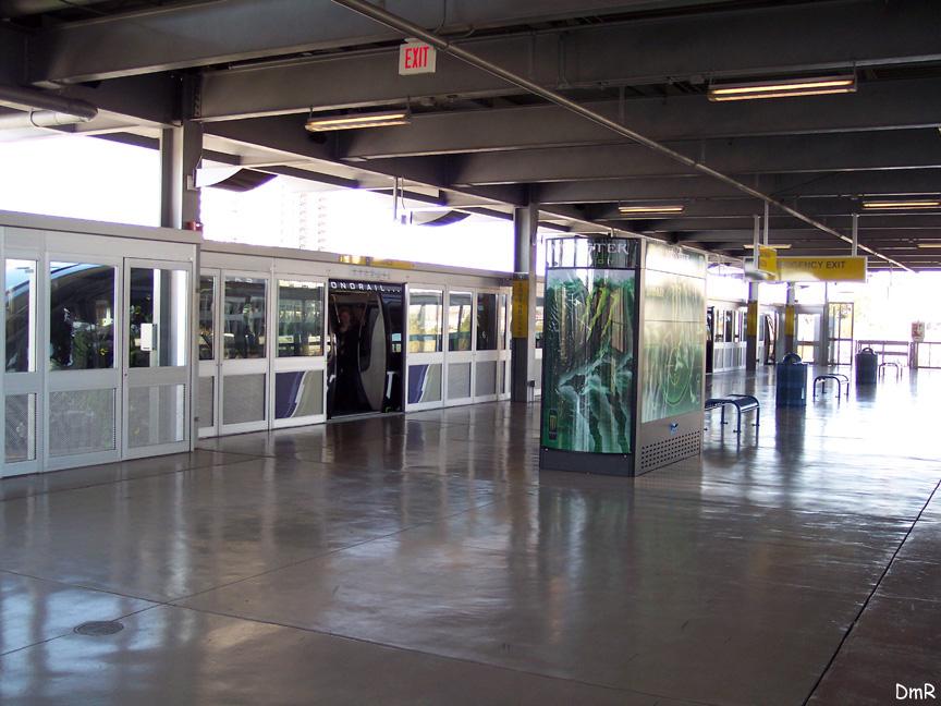 (213k, 864x648)<br><b>Country:</b> United States<br><b>City:</b> Las Vegas, NV<br><b>System:</b> Las Vegas Monorail<br><b>Location:</b> Las Vegas Hilton<br><b>Photo by:</b> D. Reinecke<br><b>Date:</b> 1/13/2005<br><b>Notes:</b> Black train in station<br><b>Viewed (this week/total):</b> 1 / 3683