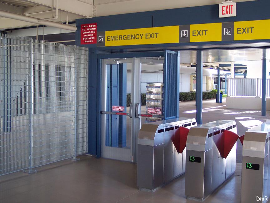 (235k, 864x648)<br><b>Country:</b> United States<br><b>City:</b> Las Vegas, NV<br><b>System:</b> Las Vegas Monorail<br><b>Location:</b> Las Vegas Hilton <br><b>Photo by:</b> D. Reinecke<br><b>Date:</b> 1/13/2005<br><b>Notes:</b> Station entry/exit<br><b>Viewed (this week/total):</b> 1 / 3722