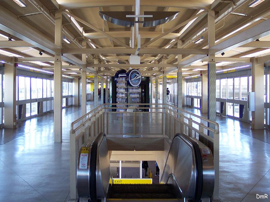 (151k, 864x648)<br><b>Country:</b> United States<br><b>City:</b> Las Vegas, NV<br><b>System:</b> Las Vegas Monorail<br><b>Location:</b> MGM Grand <br><b>Photo by:</b> D. Reinecke<br><b>Date:</b> 1/13/2005<br><b>Notes:</b> View of platform<br><b>Viewed (this week/total):</b> 2 / 3185