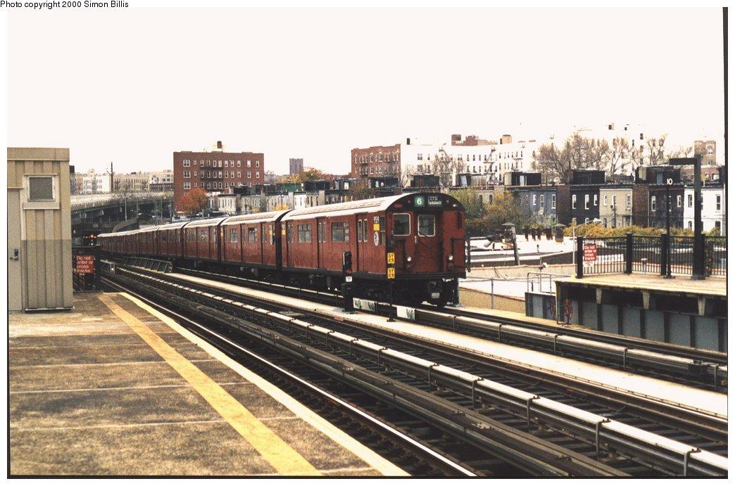 (152k, 1044x691)<br><b>Country:</b> United States<br><b>City:</b> New York<br><b>System:</b> New York City Transit<br><b>Line:</b> IRT Pelham Line<br><b>Location:</b> Whitlock Avenue <br><b>Route:</b> 6<br><b>Car:</b> R-36 World's Fair (St. Louis, 1963-64) 9519 <br><b>Photo by:</b> Simon Billis<br><b>Date:</b> 11/2000<br><b>Viewed (this week/total):</b> 0 / 4230