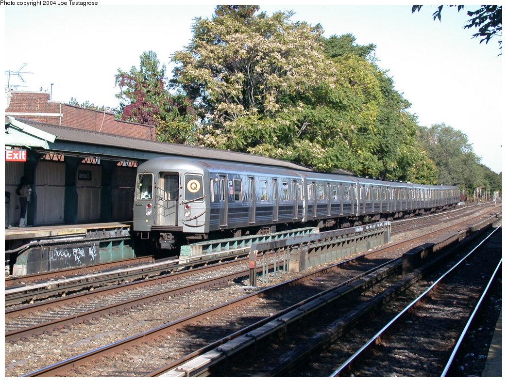 (297k, 1044x788)<br><b>Country:</b> United States<br><b>City:</b> New York<br><b>System:</b> New York City Transit<br><b>Line:</b> BMT Brighton Line<br><b>Location:</b> Avenue U <br><b>Route:</b> Q<br><b>Car:</b> R-68A (Kawasaki, 1988-1989)  5116 <br><b>Photo by:</b> Joe Testagrose<br><b>Date:</b> 10/23/2004<br><b>Viewed (this week/total):</b> 0 / 4068