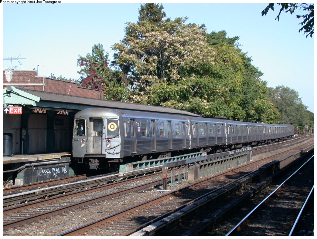 (275k, 1044x788)<br><b>Country:</b> United States<br><b>City:</b> New York<br><b>System:</b> New York City Transit<br><b>Line:</b> BMT Brighton Line<br><b>Location:</b> Avenue U <br><b>Route:</b> Q<br><b>Car:</b> R-68A (Kawasaki, 1988-1989)  5138 <br><b>Photo by:</b> Joe Testagrose<br><b>Date:</b> 10/23/2004<br><b>Viewed (this week/total):</b> 5 / 4124