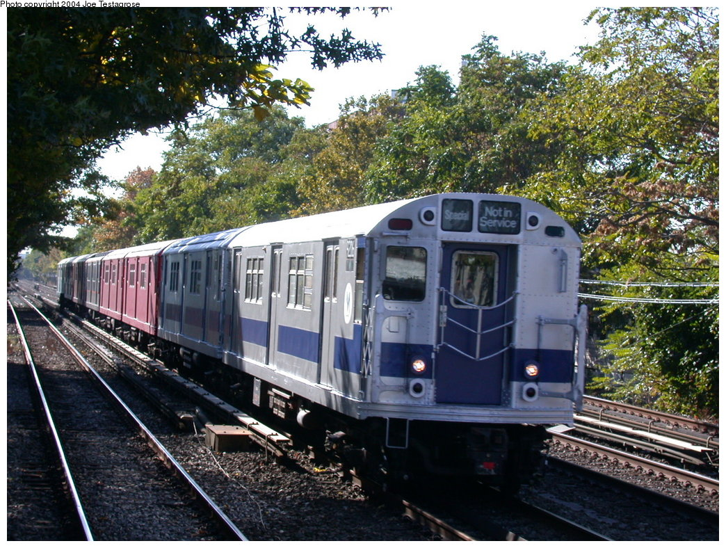 (299k, 1044x788)<br><b>Country:</b> United States<br><b>City:</b> New York<br><b>System:</b> New York City Transit<br><b>Line:</b> BMT Brighton Line<br><b>Location:</b> Avenue U <br><b>Route:</b> Fan Trip<br><b>Car:</b> R-33 Main Line (St. Louis, 1962-63) 9206 <br><b>Photo by:</b> Joe Testagrose<br><b>Date:</b> 10/23/2004<br><b>Viewed (this week/total):</b> 0 / 3222