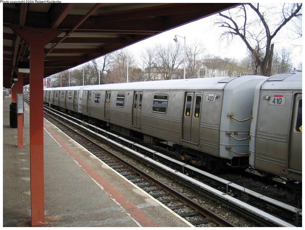 (200k, 1044x788)<br><b>Country:</b> United States<br><b>City:</b> New York<br><b>System:</b> New York City Transit<br><b>Line:</b> SIRT<br><b>Location:</b> Tottenville <br><b>Car:</b> R-44 SIRT (St. Louis, 1971-1973) 423 <br><b>Photo by:</b> Robert Kozlenko<br><b>Date:</b> 2004<br><b>Viewed (this week/total):</b> 0 / 4602