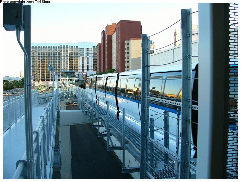 (139k, 820x620)<br><b>Country:</b> United States<br><b>City:</b> Las Vegas, NV<br><b>System:</b> Las Vegas Monorail<br><b>Location:</b> Harrah's/Imperial Palace <br><b>Photo by:</b> Ted Siuta<br><b>Date:</b> 8/27/2004<br><b>Notes:</b> Southbound monorail departing Harrah's.<br><b>Viewed (this week/total):</b> 0 / 2329