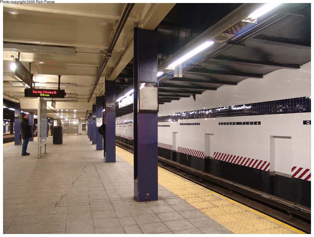 (191k, 1044x788)<br><b>Country:</b> United States<br><b>City:</b> New York<br><b>System:</b> New York City Transit<br><b>Line:</b> IND Queens Boulevard Line<br><b>Location:</b> Queens Plaza <br><b>Photo by:</b> Richard Panse<br><b>Date:</b> 2/22/2005<br><b>Viewed (this week/total):</b> 0 / 4206