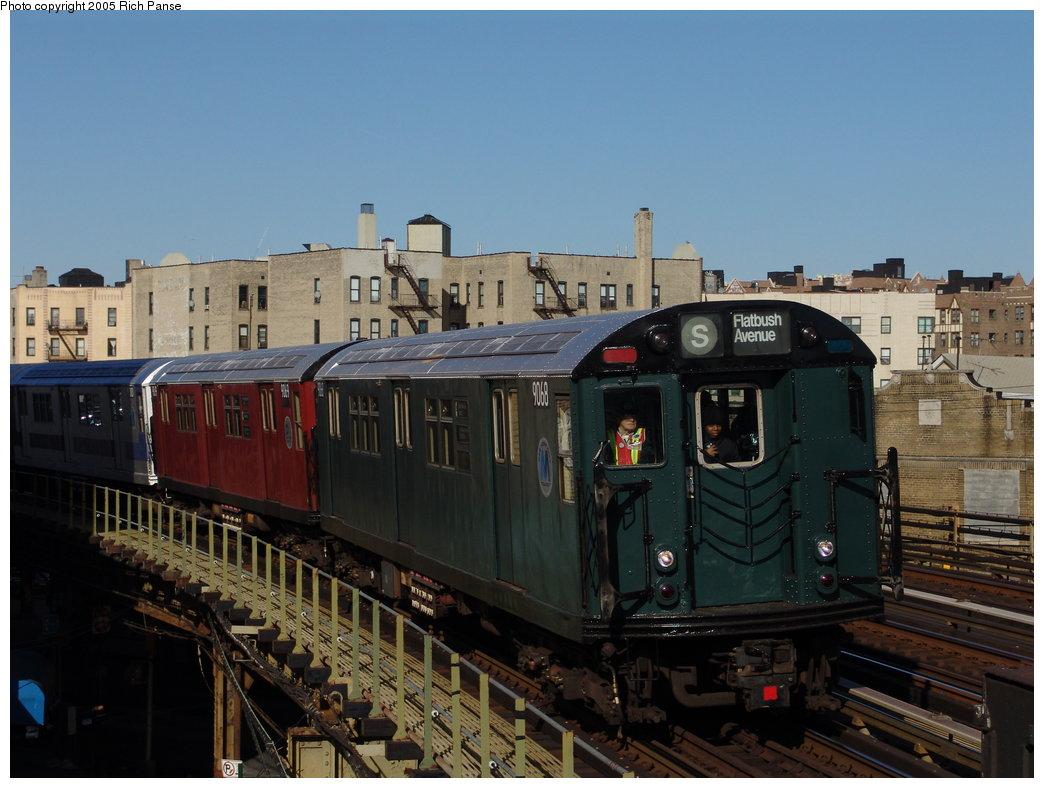 (167k, 1044x788)<br><b>Country:</b> United States<br><b>City:</b> New York<br><b>System:</b> New York City Transit<br><b>Line:</b> IRT White Plains Road Line<br><b>Location:</b> Bronx Park East <br><b>Route:</b> Fan Trip<br><b>Car:</b> R-33 Main Line (St. Louis, 1962-63) 9068 <br><b>Photo by:</b> Richard Panse<br><b>Date:</b> 2/27/2005<br><b>Viewed (this week/total):</b> 0 / 3683
