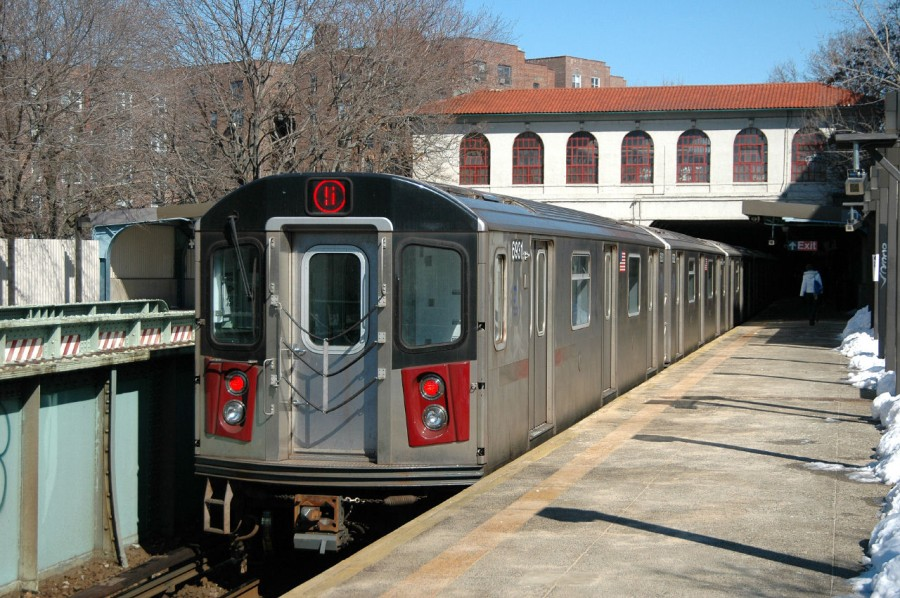 (177k, 900x598)<br><b>Country:</b> United States<br><b>City:</b> New York<br><b>System:</b> New York City Transit<br><b>Line:</b> IRT Dyre Ave. Line<br><b>Location:</b> Morris Park <br><b>Route:</b> 5<br><b>Car:</b> R-142 (Primary Order, Bombardier, 1999-2002)  6861 <br><b>Photo by:</b> Fred Guenther<br><b>Date:</b> 2/27/2005<br><b>Viewed (this week/total):</b> 1 / 6250