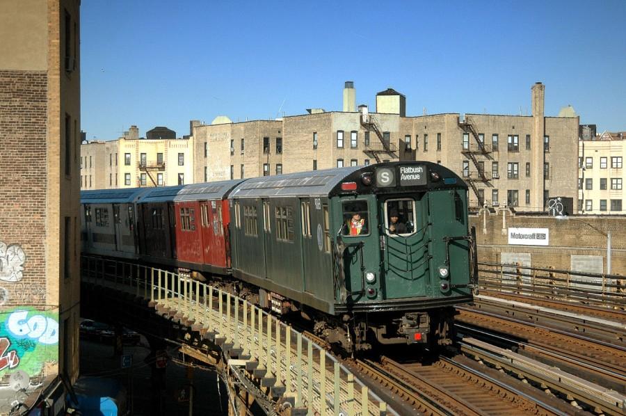 (181k, 900x598)<br><b>Country:</b> United States<br><b>City:</b> New York<br><b>System:</b> New York City Transit<br><b>Line:</b> IRT White Plains Road Line<br><b>Location:</b> Bronx Park East <br><b>Route:</b> Fan Trip<br><b>Car:</b> R-33 Main Line (St. Louis, 1962-63) 9068 <br><b>Photo by:</b> Fred Guenther<br><b>Date:</b> 2/27/2005<br><b>Viewed (this week/total):</b> 6 / 10694