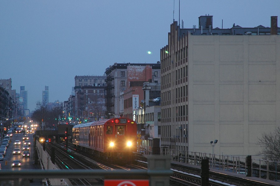 (113k, 900x598)<br><b>Country:</b> United States<br><b>City:</b> New York<br><b>System:</b> New York City Transit<br><b>Line:</b> IRT West Side Line<br><b>Location:</b> 125th Street <br><b>Route:</b> Fan Trip<br><b>Car:</b> R-33 Main Line (St. Louis, 1962-63) 9017 <br><b>Photo by:</b> Fred Guenther<br><b>Date:</b> 2/26/2005<br><b>Viewed (this week/total):</b> 1 / 5191
