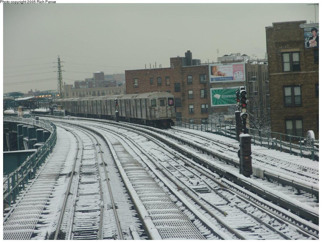 (202k, 1044x788)<br><b>Country:</b> United States<br><b>City:</b> New York<br><b>System:</b> New York City Transit<br><b>Line:</b> IRT Flushing Line<br><b>Location:</b> 61st Street/Woodside <br><b>Route:</b> 7<br><b>Car:</b> R-62A (Bombardier, 1984-1987)   <br><b>Photo by:</b> Richard Panse<br><b>Date:</b> 3/1/2005<br><b>Viewed (this week/total):</b> 1 / 3972
