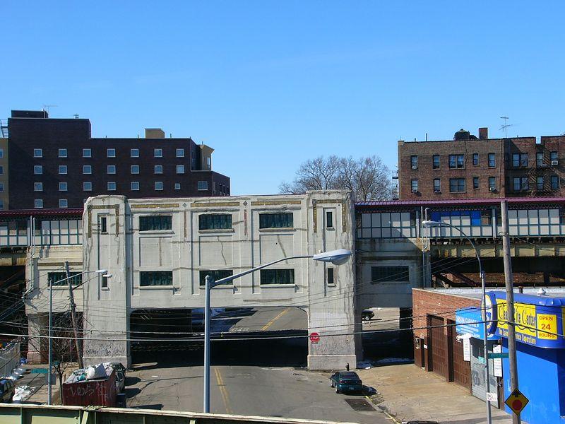 (88k, 800x600)<br><b>Country:</b> United States<br><b>City:</b> New York<br><b>System:</b> New York City Transit<br><b>Line:</b> IRT White Plains Road Line<br><b>Location:</b> Bronx Park East <br><b>Photo by:</b> Ted Siuta<br><b>Date:</b> 2/27/2005<br><b>Viewed (this week/total):</b> 1 / 5126