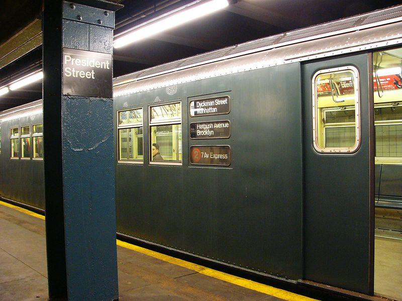 (86k, 800x600)<br><b>Country:</b> United States<br><b>City:</b> New York<br><b>System:</b> New York City Transit<br><b>Line:</b> IRT Brooklyn Line<br><b>Location:</b> President Street<br><b>Route:</b> Fan Trip<br><b>Car:</b> R-33 Main Line (St. Louis, 1962-63) 9068 <br><b>Photo by:</b> Ted Siuta<br><b>Date:</b> 2/27/2005<br><b>Viewed (this week/total):</b> 1 / 7136