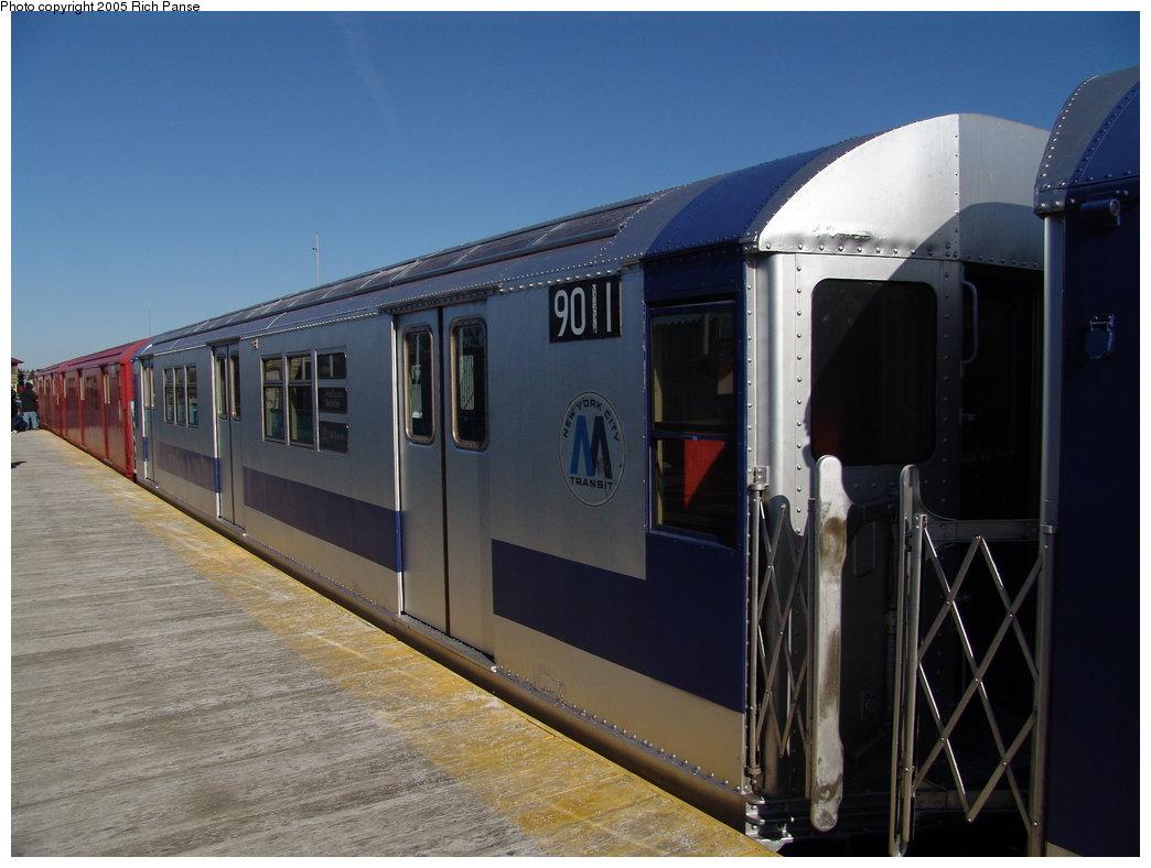 (149k, 1044x788)<br><b>Country:</b> United States<br><b>City:</b> New York<br><b>System:</b> New York City Transit<br><b>Line:</b> IRT White Plains Road Line<br><b>Location:</b> 238th Street (Nereid Avenue) <br><b>Route:</b> Fan Trip<br><b>Car:</b> R-33 Main Line (St. Louis, 1962-63) 9011 <br><b>Photo by:</b> Richard Panse<br><b>Date:</b> 2/27/2005<br><b>Viewed (this week/total):</b> 0 / 2809