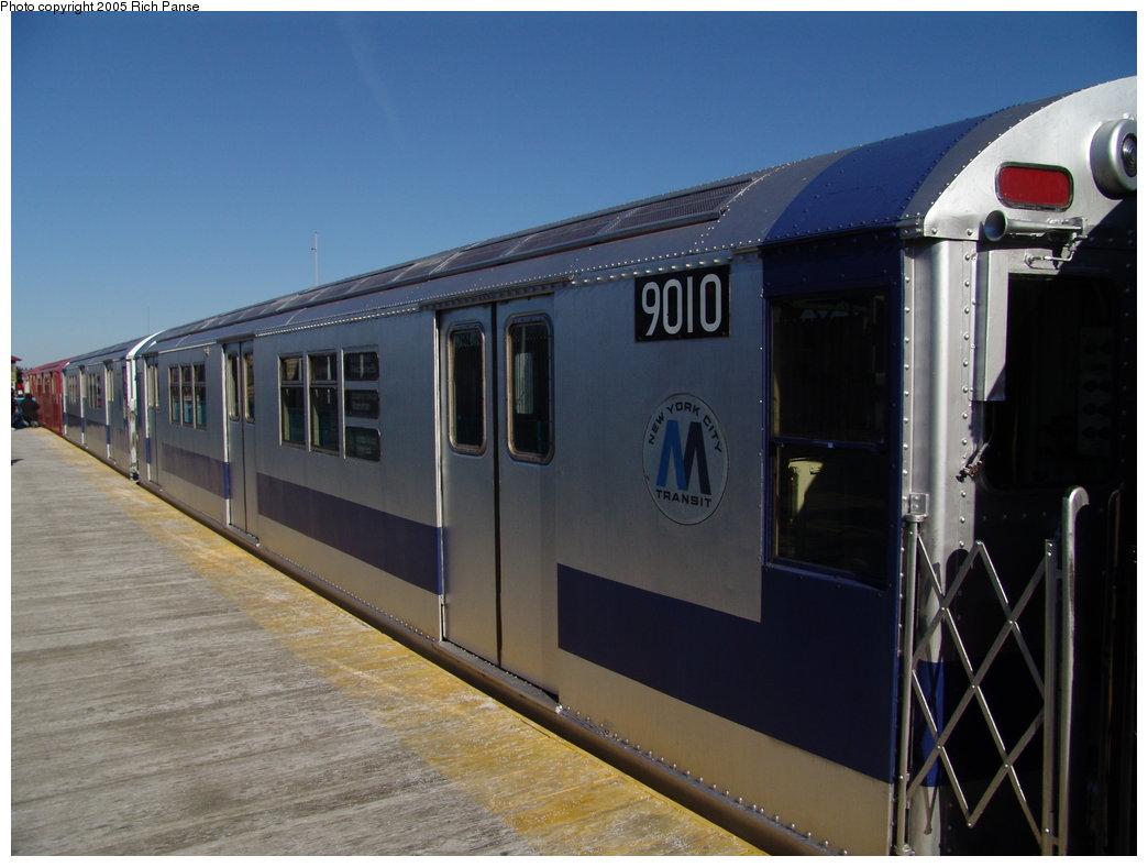 (144k, 1044x788)<br><b>Country:</b> United States<br><b>City:</b> New York<br><b>System:</b> New York City Transit<br><b>Line:</b> IRT White Plains Road Line<br><b>Location:</b> 238th Street (Nereid Avenue) <br><b>Route:</b> Fan Trip<br><b>Car:</b> R-33 Main Line (St. Louis, 1962-63) 9010 <br><b>Photo by:</b> Richard Panse<br><b>Date:</b> 2/27/2005<br><b>Viewed (this week/total):</b> 0 / 2626