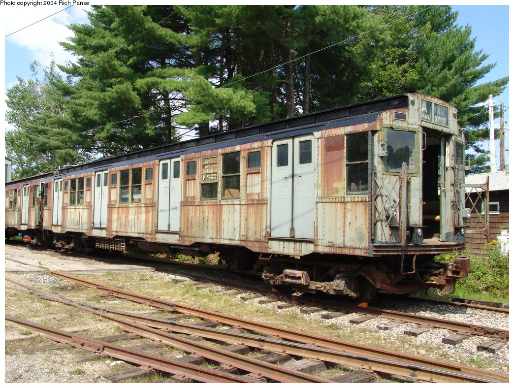 (308k, 1044x788)<br><b>Country:</b> United States<br><b>City:</b> Kennebunk, ME<br><b>System:</b> Seashore Trolley Museum<br><b>Car:</b> R-4 (American Car & Foundry, 1932-1933) 800 <br><b>Photo by:</b> Richard Panse<br><b>Date:</b> 9/4/2004<br><b>Viewed (this week/total):</b> 7 / 4400
