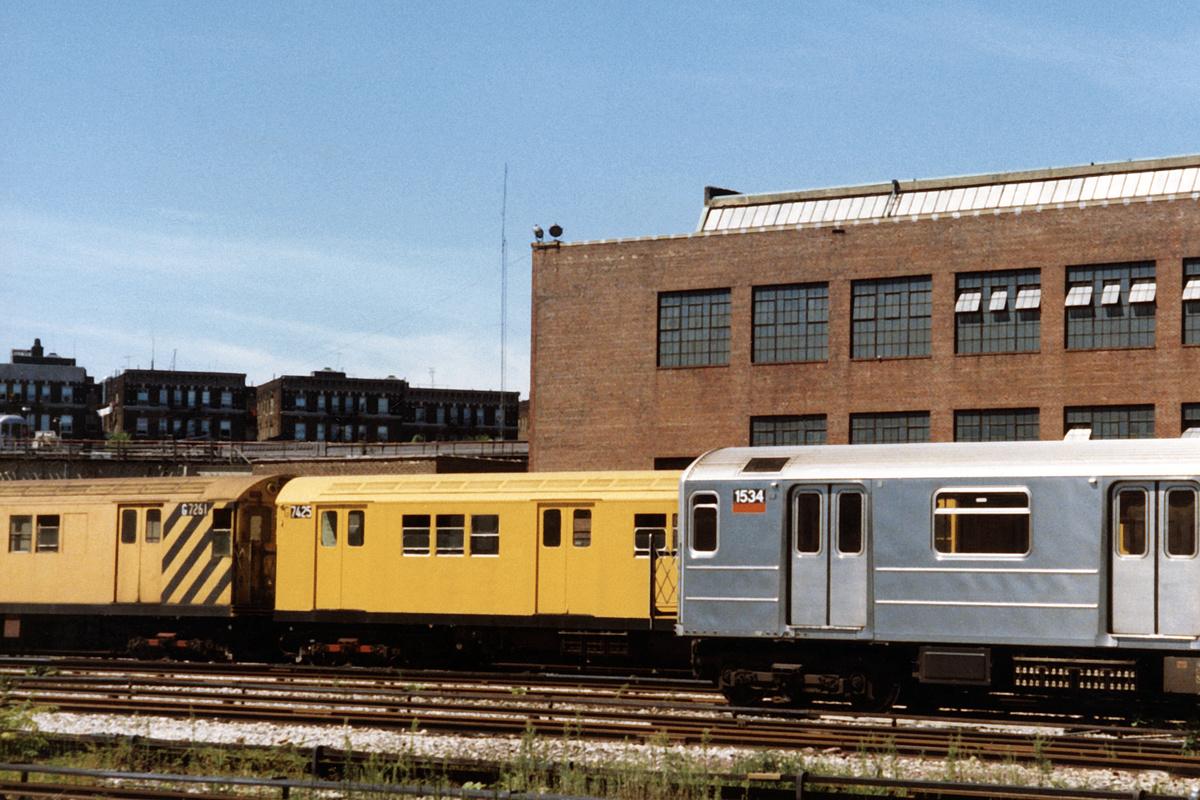 (463k, 1044x744)<br><b>Country:</b> United States<br><b>City:</b> New York<br><b>System:</b> New York City Transit<br><b>Location:</b> 207th Street Yard<br><b>Car:</b> Garbage Motor (R-21/R-22 Rebuilds)  G7425/G7261 <br><b>Photo by:</b> David Boone<br><b>Collection of:</b> David Pirmann<br><b>Date:</b> 8/26/1989<br><b>Viewed (this week/total):</b> 3 / 4424