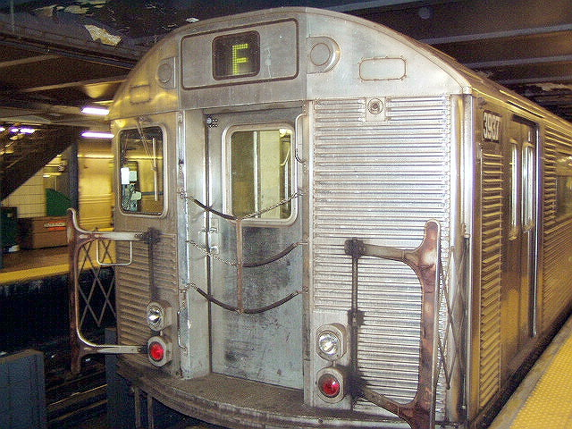 (165k, 640x480)<br><b>Country:</b> United States<br><b>City:</b> New York<br><b>System:</b> New York City Transit<br><b>Line:</b> IND Queens Boulevard Line<br><b>Location:</b> 179th Street <br><b>Route:</b> E<br><b>Car:</b> R-32 (GE Rebuild) 3937 <br><b>Photo by:</b> Irwin Markowitz<br><b>Date:</b> 11/29/2004<br><b>Viewed (this week/total):</b> 2 / 6846