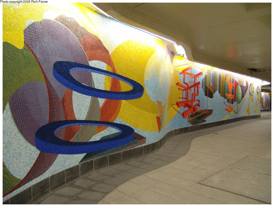 (220k, 1044x788)<br><b>Country:</b> United States<br><b>City:</b> New York<br><b>System:</b> New York City Transit<br><b>Location:</b> 51st-53rd & Lex IRT-IND Transfer<br><b>Photo by:</b> Richard Panse<br><b>Date:</b> 3/22/2005<br><b>Artwork:</b> <i>Passing Through</i>, Al Held (2004).<br><b>Viewed (this week/total):</b> 0 / 1647