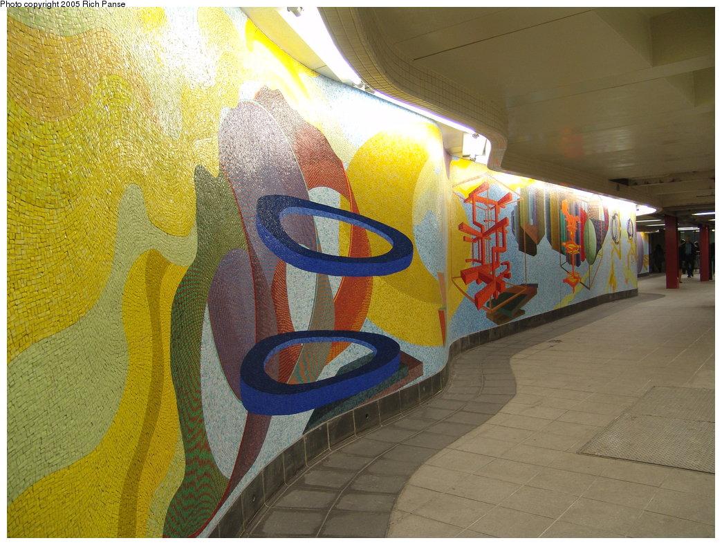 (223k, 1044x788)<br><b>Country:</b> United States<br><b>City:</b> New York<br><b>System:</b> New York City Transit<br><b>Location:</b> 51st-53rd & Lex IRT-IND Transfer<br><b>Photo by:</b> Richard Panse<br><b>Date:</b> 3/22/2005<br><b>Artwork:</b> <i>Passing Through</i>, Al Held (2004).<br><b>Viewed (this week/total):</b> 4 / 2335