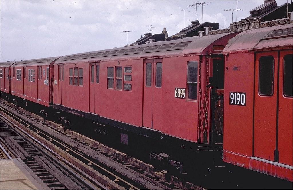 (237k, 1024x665)<br><b>Country:</b> United States<br><b>City:</b> New York<br><b>System:</b> New York City Transit<br><b>Line:</b> IRT Pelham Line<br><b>Location:</b> Elder Avenue <br><b>Route:</b> 6<br><b>Car:</b> R-17 (St. Louis, 1955-56) 6899 <br><b>Photo by:</b> Joe Testagrose<br><b>Date:</b> 7/12/1970<br><b>Viewed (this week/total):</b> 0 / 2000