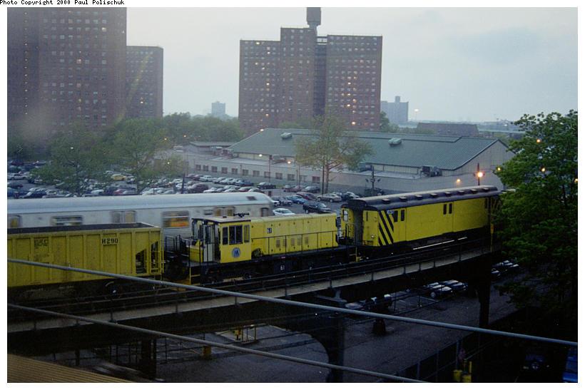 (78k, 820x547)<br><b>Country:</b> United States<br><b>City:</b> New York<br><b>System:</b> New York City Transit<br><b>Line:</b> BMT Culver Line<br><b>Location:</b> West 8th Street <br><b>Route:</b> Work Service<br><b>Photo by:</b> Paul Polischuk<br><b>Date:</b> 5/17/2000<br><b>Viewed (this week/total):</b> 1 / 2099