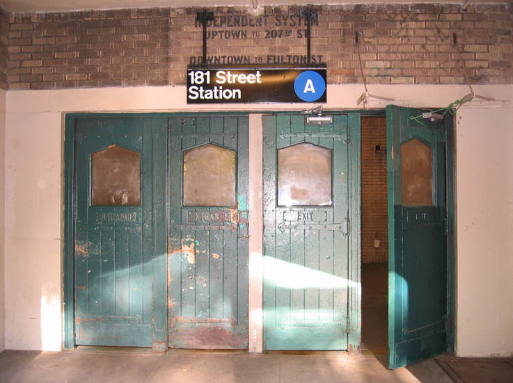(80k, 737x551)<br><b>Country:</b> United States<br><b>City:</b> New York<br><b>System:</b> New York City Transit<br><b>Line:</b> IND 8th Avenue Line<br><b>Location:</b> 181st Street <br><b>Photo by:</b> Robbie Rosenfeld<br><b>Date:</b> 5/13/2005<br><b>Viewed (this week/total):</b> 2 / 5725