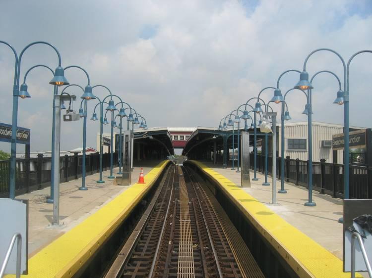 (50k, 750x562)<br><b>Country:</b> United States<br><b>City:</b> New York<br><b>System:</b> New York City Transit<br><b>Line:</b> BMT Canarsie Line<br><b>Location:</b> Broadway Junction <br><b>Photo by:</b> Robbie Rosenfeld<br><b>Date:</b> 5/17/2005<br><b>Viewed (this week/total):</b> 0 / 3314