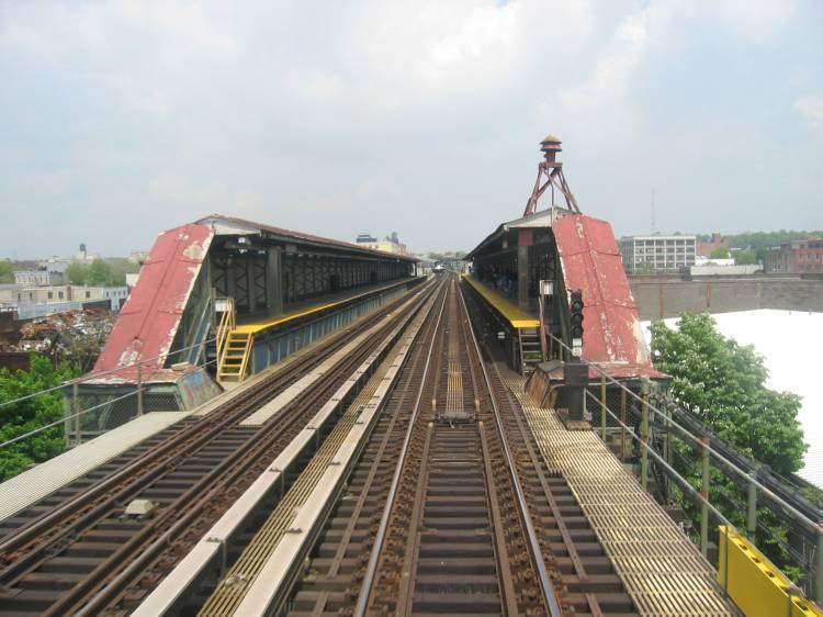 (60k, 750x562)<br><b>Country:</b> United States<br><b>City:</b> New York<br><b>System:</b> New York City Transit<br><b>Line:</b> BMT Canarsie Line<br><b>Location:</b> Sutter Avenue <br><b>Photo by:</b> Robbie Rosenfeld<br><b>Date:</b> 5/17/2005<br><b>Viewed (this week/total):</b> 0 / 5029